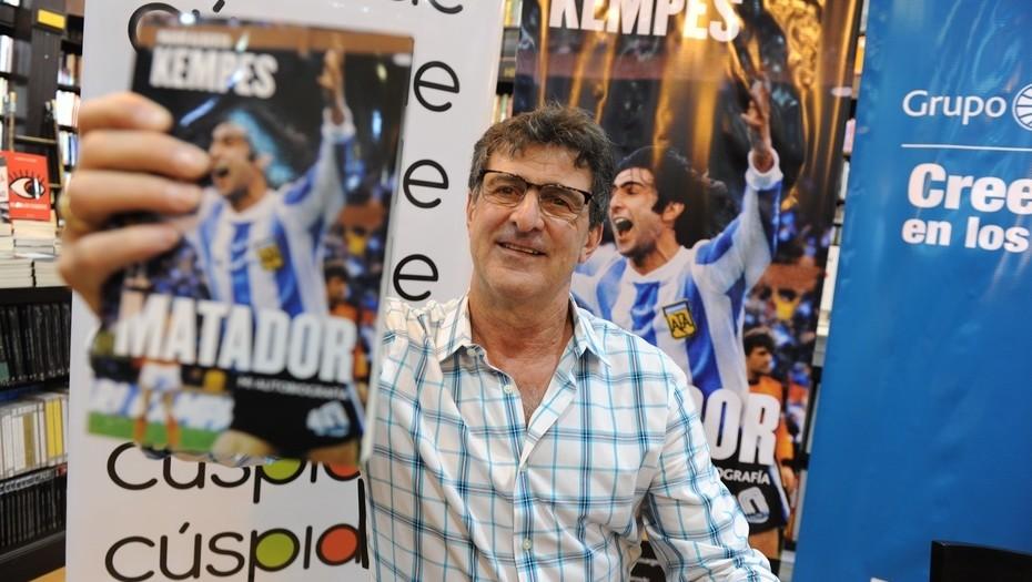 """Mario Kempes: """"No vivo del recuerdo de haber sido Campeón del Mundo"""" - Radio Cantilo"""