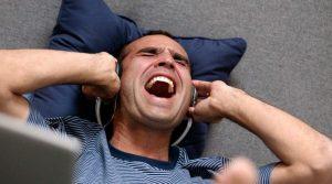 Generación S: El mal uso de auriculares nos puede dejar sordos