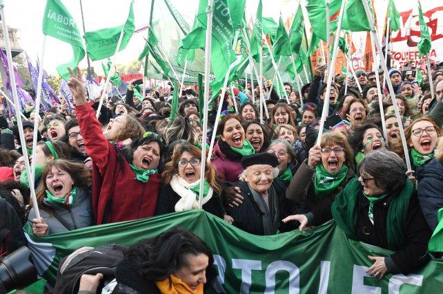 Los tres escenarios de la misma función: Ley de aborto y la media sanción - Radio Cantilo