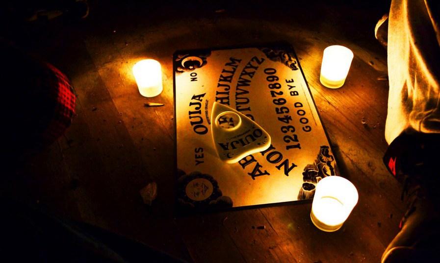 El juego de la copa: Llamando a la oscuridad - Radio Cantilo