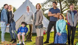 """Así es """"Camping"""", la nueva comedia de HBO creada por Lena Dunham"""