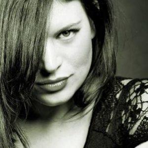 """Cecilia Krull, la voz detrás de """"La casa de papel"""" y """"Vis a Vis"""""""