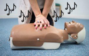 Un hospital de Nueva York creó una playlist para hacer RCP