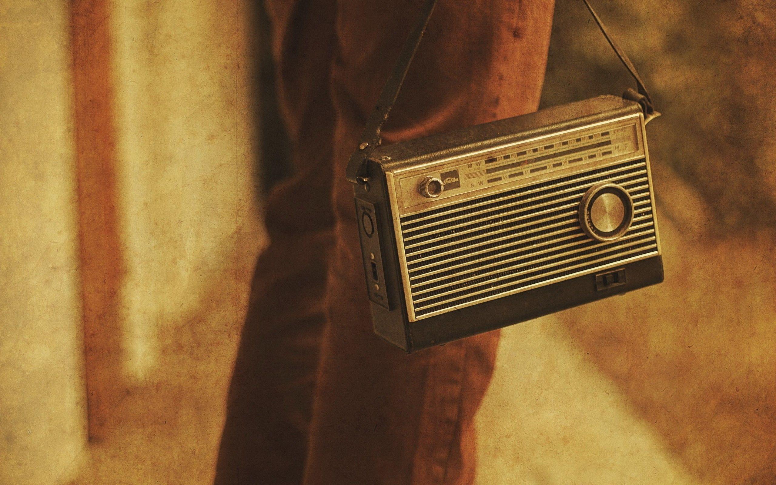 """""""Oscura es la vida que tenemos"""" - Radio Cantilo"""