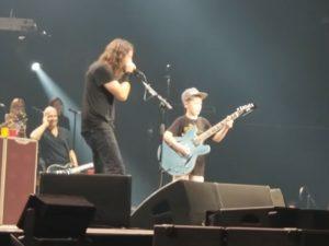 Grohl subió al escenario a un fanático…de Metallica