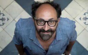 Hablando de literatura: ¿qué guarda Julián López en su cabeza?
