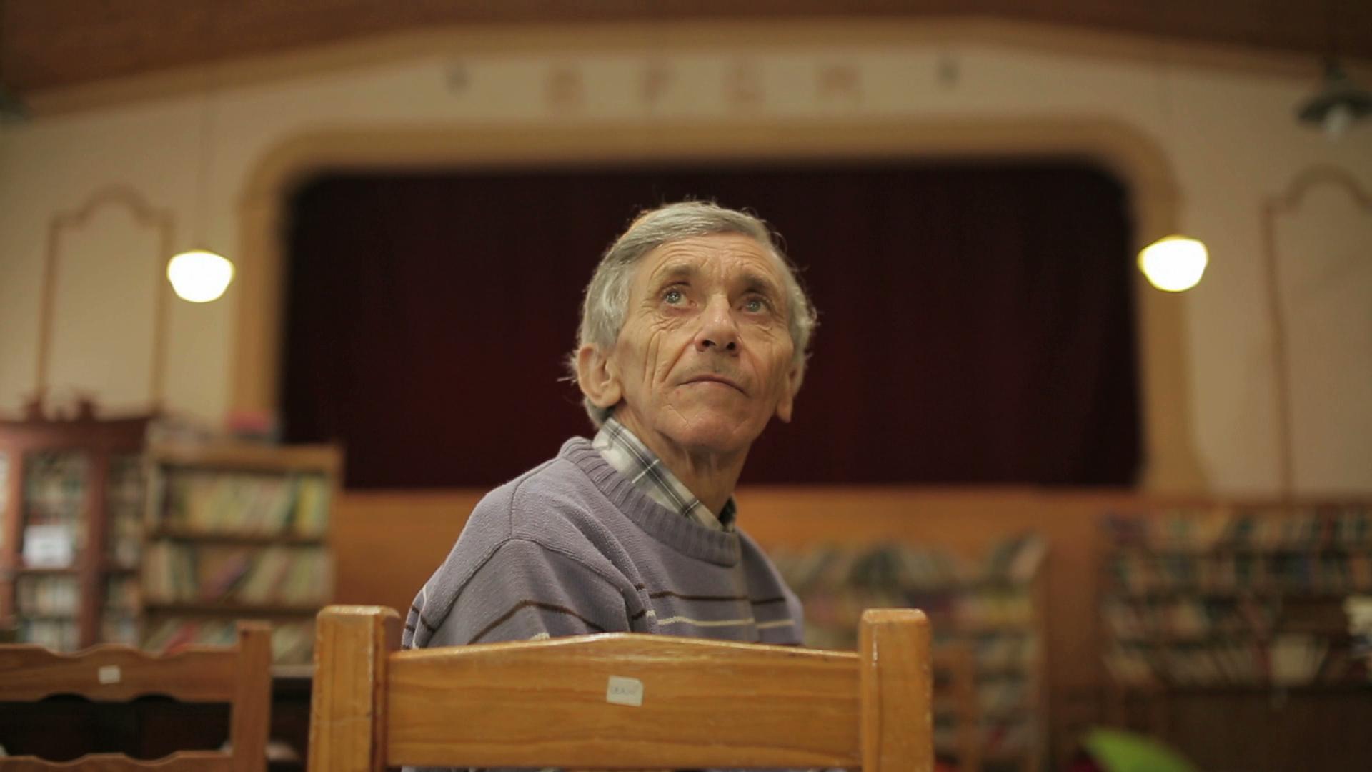 El sueño del pibe: construyó un cine en su casa - Radio Cantilo