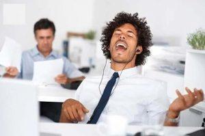 Cómo evitar inconvenientes a la hora de musicalizar tu oficina