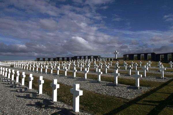 El equipo que le devolvió la identidad a los soldados de Malvinas - Radio Cantilo