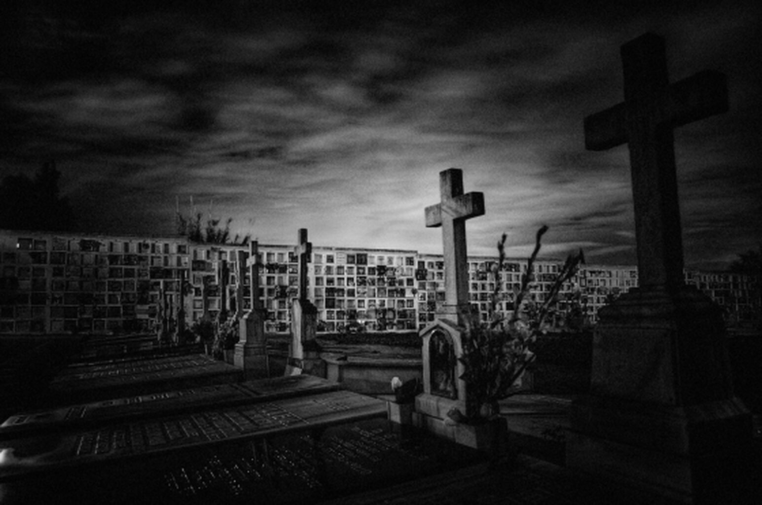 Lo normal es paranormal: guardiana de cementerios - Radio Cantilo