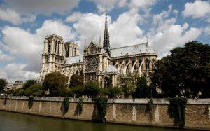 Lo normal es paranormal: historias prohibidas de Notre Dame