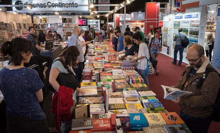 """María Teresa Carbano: """"En la Feria del Libro la gente encuentra un espacio de contacto con la cultura"""" - Radio Cantilo"""