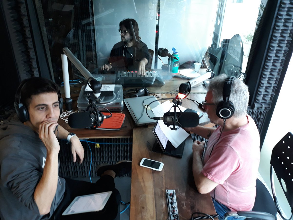 Símbolos Patrios 2.0, cómo adaptar las costumbres para el consumo de los millennials - Radio Cantilo