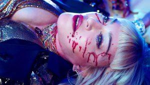 """Madonna inicia una campaña de desarme con el videoclip de """"God Control"""""""