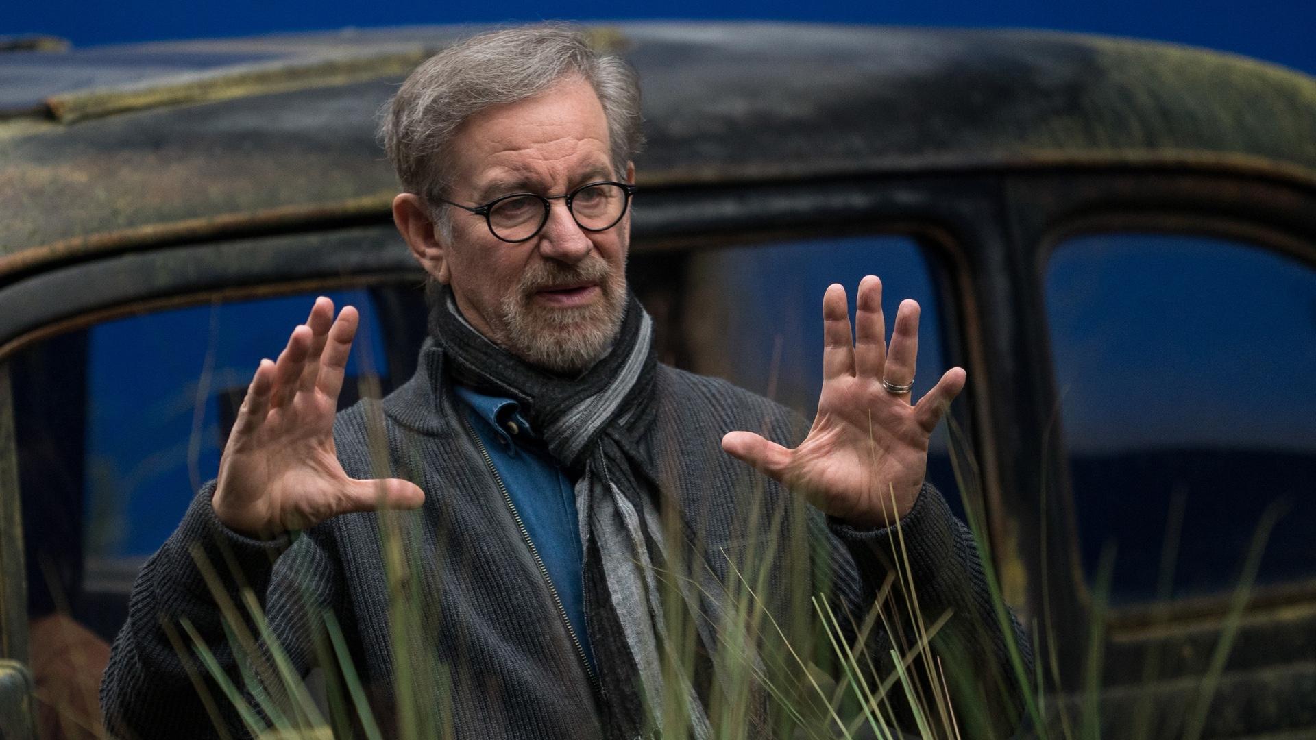 Steven Spielberg prepara una serie que solo podrá verse de noche - Radio Cantilo