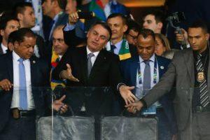 Bolsonaro paseando por la cancha y un polémico arbitraje: el análisis de Hernán Castillo
