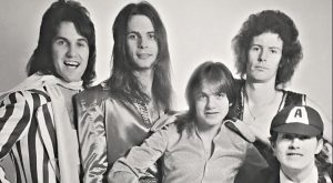A 45 años del debut de AC/DC