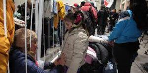 Frío y pobreza: la ola de ayuda en la semana más helada del año