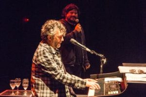 "Santiago Motorizado cantó ""El Tesoro"" con Fito Páez"