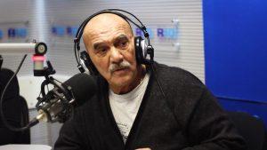 """Rolando Hanglin: """"La radio les va a ganar a todos"""""""