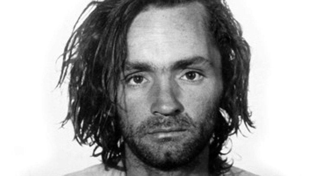 """Almacén del Crimen: """"La sociedad me creo"""", Charles Manson - Radio Cantilo"""