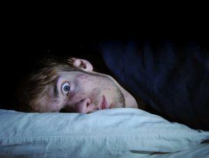 Lo normal es paranormal: noches oscuras