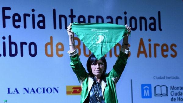 """Claudia Piñeiro: """"La escritura es un acto político"""" - Radio Cantilo"""