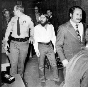 """""""El Efecto Charles Manson"""": Los asesinatos de John Linley Frazier"""