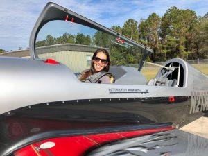 Conocé a Jenny Dillon, la primera mujer del país que compite en acrobacia aérea