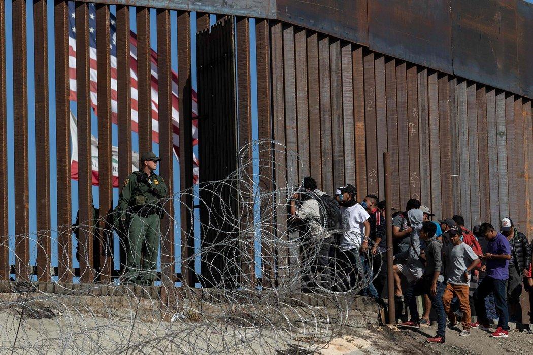 Crisis migratoria: El gobierno de Trump presiona a México - Radio Cantilo