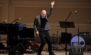 Michael Stipe lanzó su primera canción como solista
