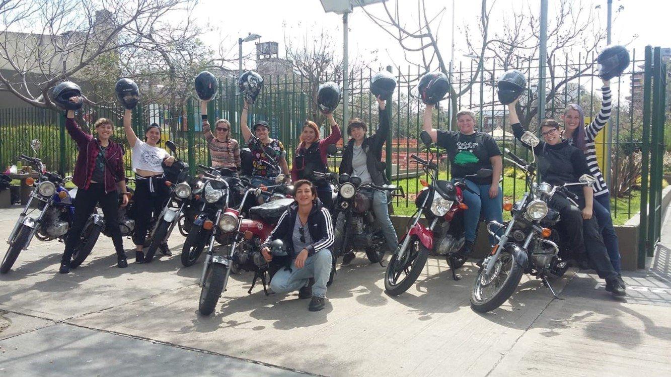La caravana motoquera que llegó al Encuentro Nacional de Mujeres - Radio Cantilo
