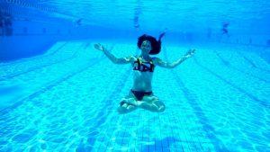 ¿Cuánto soportas sin respirar abajo del agua? Lo que parece un juego, en realidad es una competencia de alto riesgo