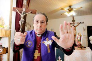 """Manuel Acuña, el obispo exorcista: """"Estamos ante una temporada alta de actividad infernal"""""""