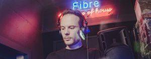 Desde las tierras del big beat, un naciente DJ de house