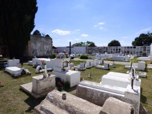 El youtuber Omar Crew visitó un cementerio en Córdoba y terminó preso