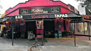 Una visita a el Rodney Bar