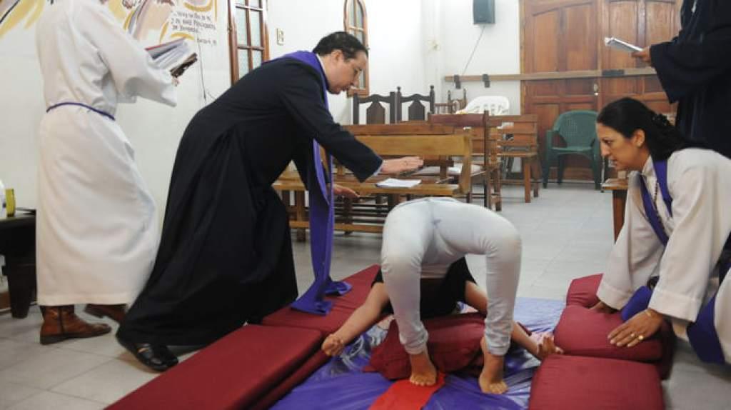 """Manuel Acuña, el obispo exorcista: """"Estamos ante una temporada alta de actividad infernal"""" - Radio Cantilo"""