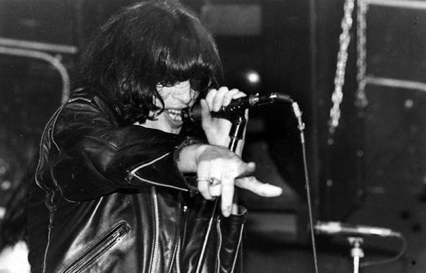 "Trifecta: 3 de Joey Ramone en ""…Ya Know?"" - Radio Cantilo"
