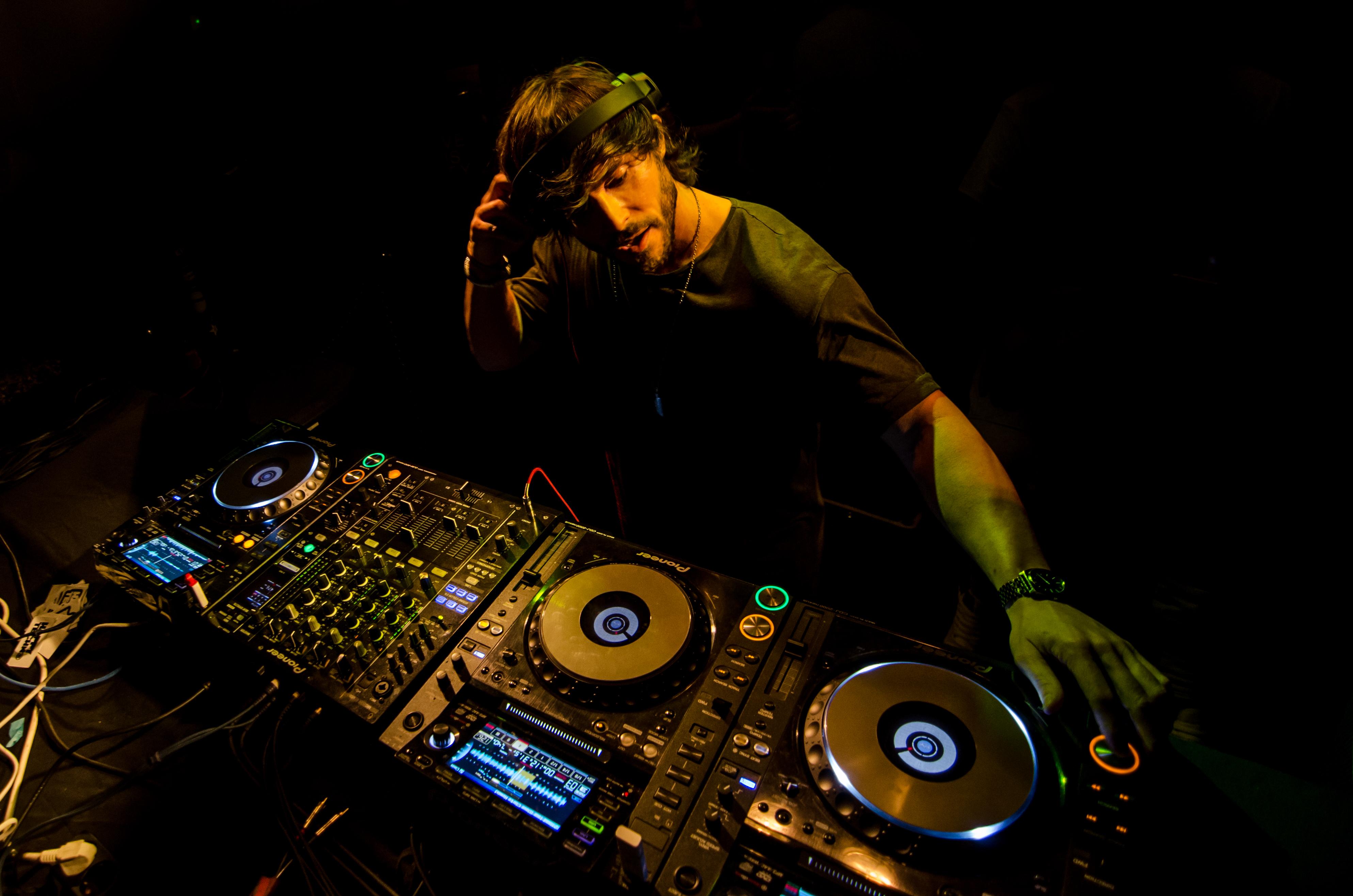 """Lexlay: """"La música electrónica tiene mucho sentimiento"""" - Radio Cantilo"""