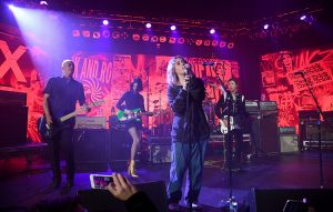 Reviví la reunión entre los miembros sobrevivientes de Nirvana, Beck y St. Vincent