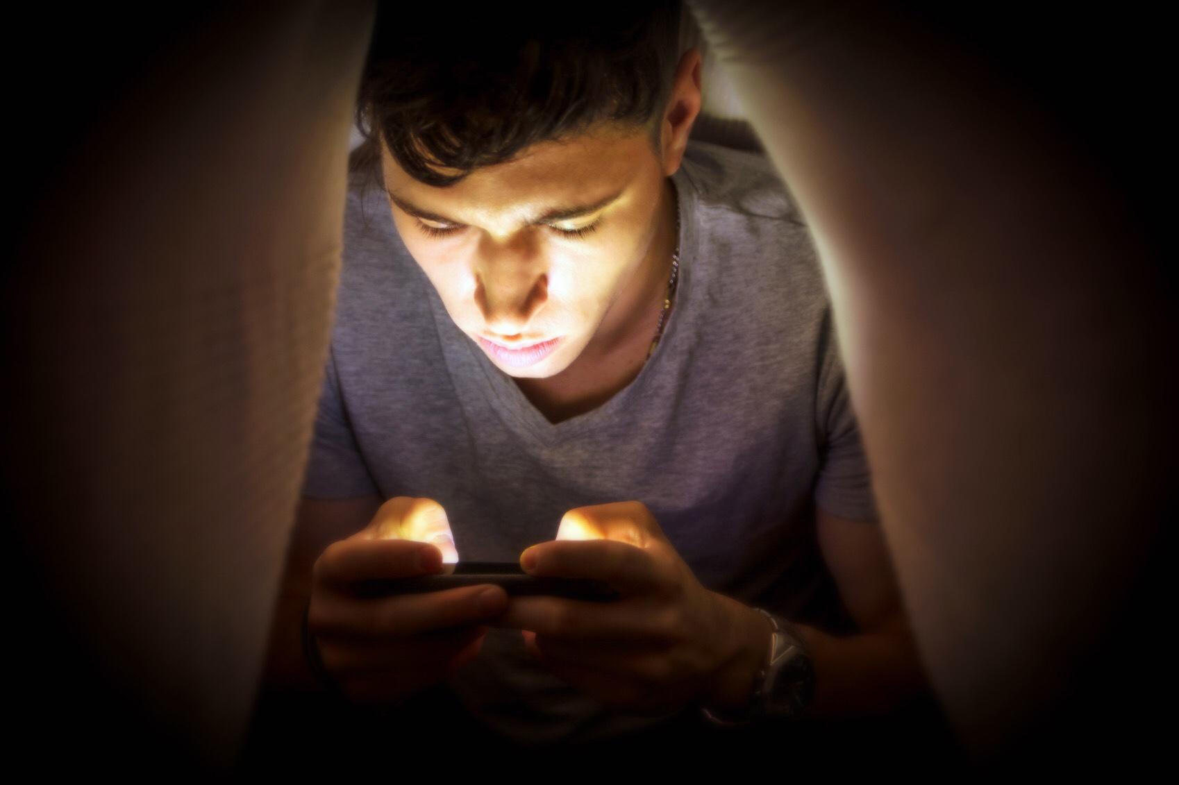 Modernidad: apps para que la soledad no sea un problema - Radio Cantilo