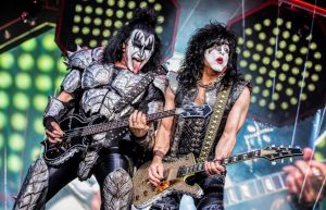 Kiss recolecta fotos y videos inéditos para la realización de un documental final