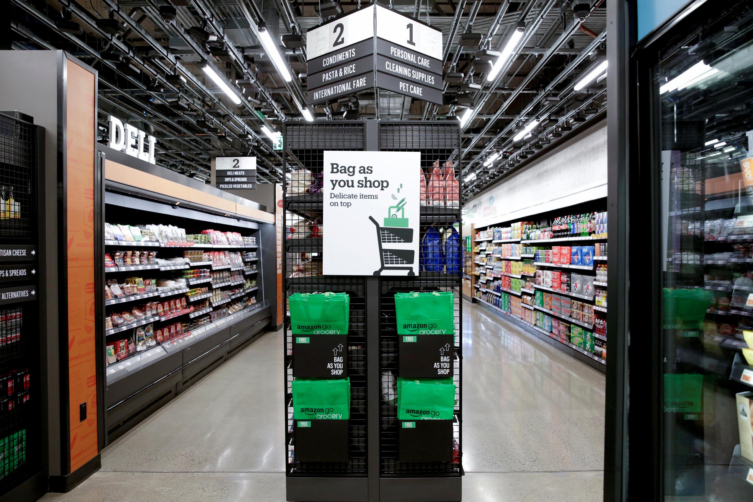 ¡Amazon abrió el primer supermercado del mundo sin empleados! - Radio Cantilo