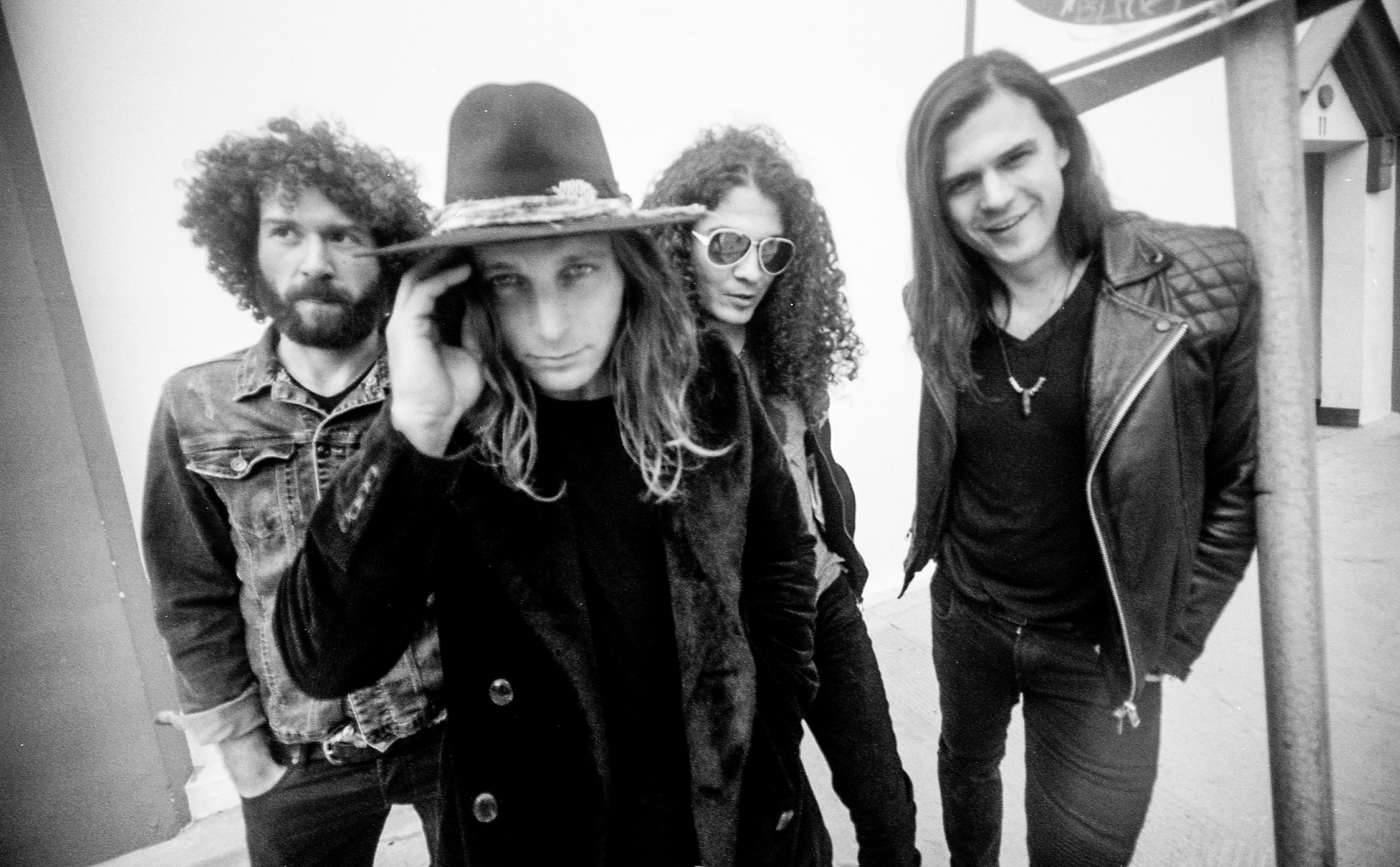 Dirty Honey, la primera banda sin discográfica en llegar al Billboard Mainstream Rock Chart - Radio Cantilo