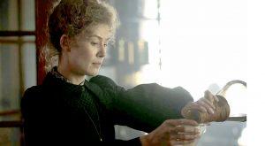 Radioactive: la cinta sobre Marie Curie estrenó su adelanto