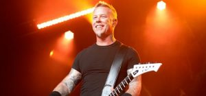 James Hetfield de Metallica seguirá en rehabilitación