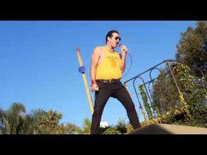 """Javier Schenone, el """"Freddie Mercury de los tejados"""""""