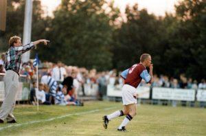 Deporte con historia: Steve Davies, el hooligan que jugó un partido con el West Ham