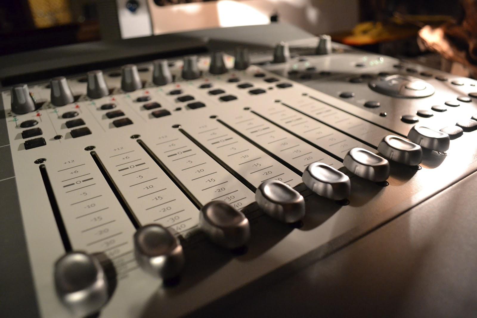 Dos discos que salieron un día como hoy - Radio Cantilo